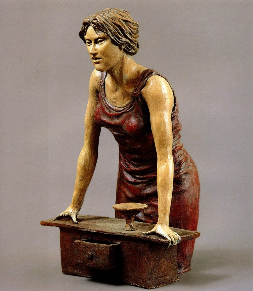 DONNA E CASSETTO 2003, Terracotta, h 36 cm Proprietà dell'artista