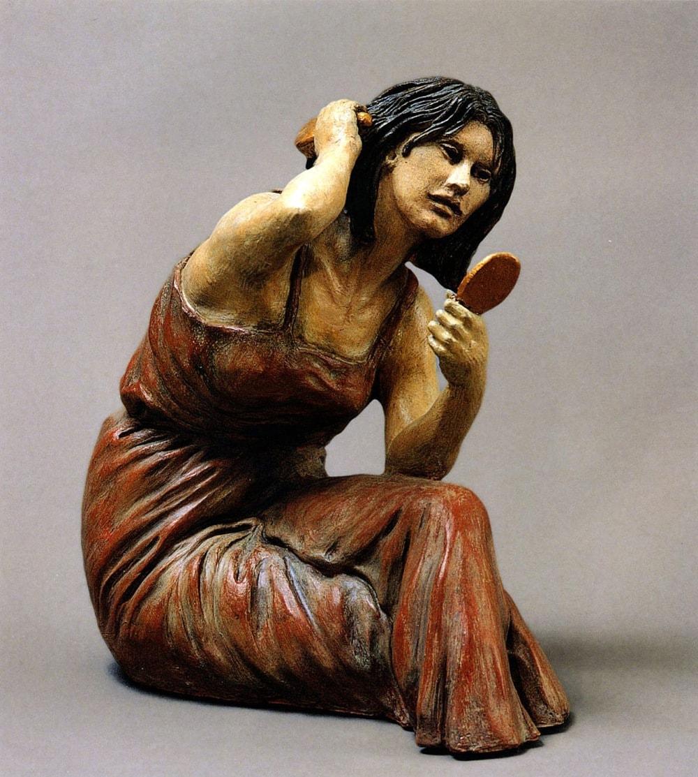 DONNA CHE SI PETTINA 2003, Terracotta, h 23 cm Proprietà dell'artista