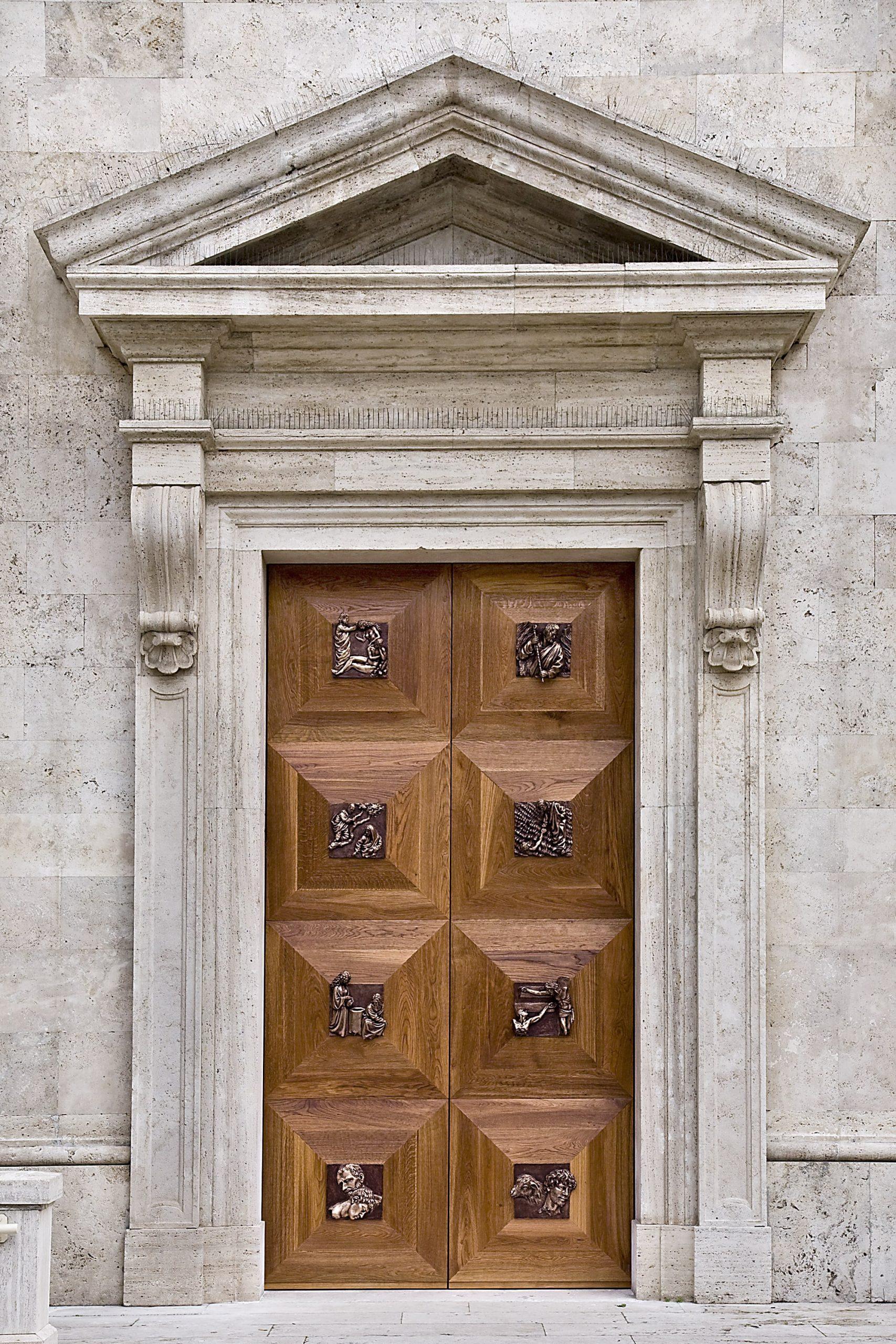 Porta della Misericordia realizzata nel 2015 in bronzo-legno